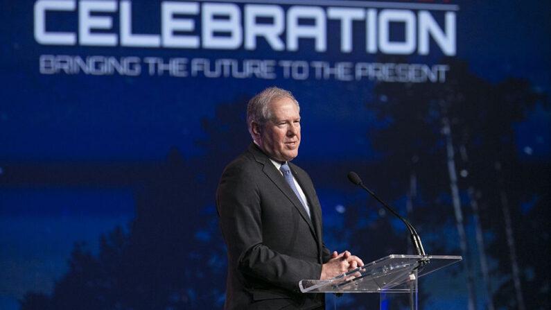 Frank Kendall, habla en la celebración del lanzamiento del F-35 en Noruega en Lockheed Martin en Fort Worth, Texas, el 22 de septiembre de 2015. (Laura Buckman/AFP vía Getty Images)