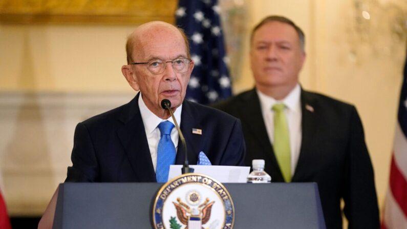 El entonces secretario de Comercio, Wilbur Ross, habla durante una rueda de prensa el 21 de septiembre de 2020. (Patrick Semansky/POOL/AFP vía Getty Images)