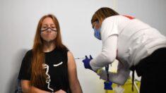 """Vacuna de Pfizer es """"considerablemente menos"""" efectiva ante variante Delta: Primer ministro israelí"""