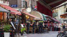 Policía mantiene 2 hombres detenidos por tiroteo a un reportero en Ámsterdam