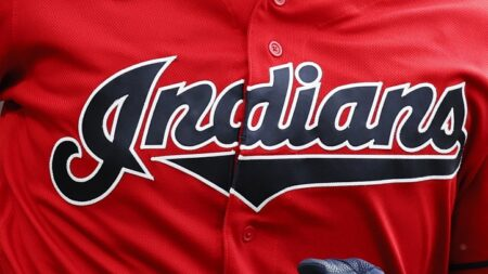 Algunos fans de los Indios de Cleveland no están contentos con el cambio de nombre del equipo