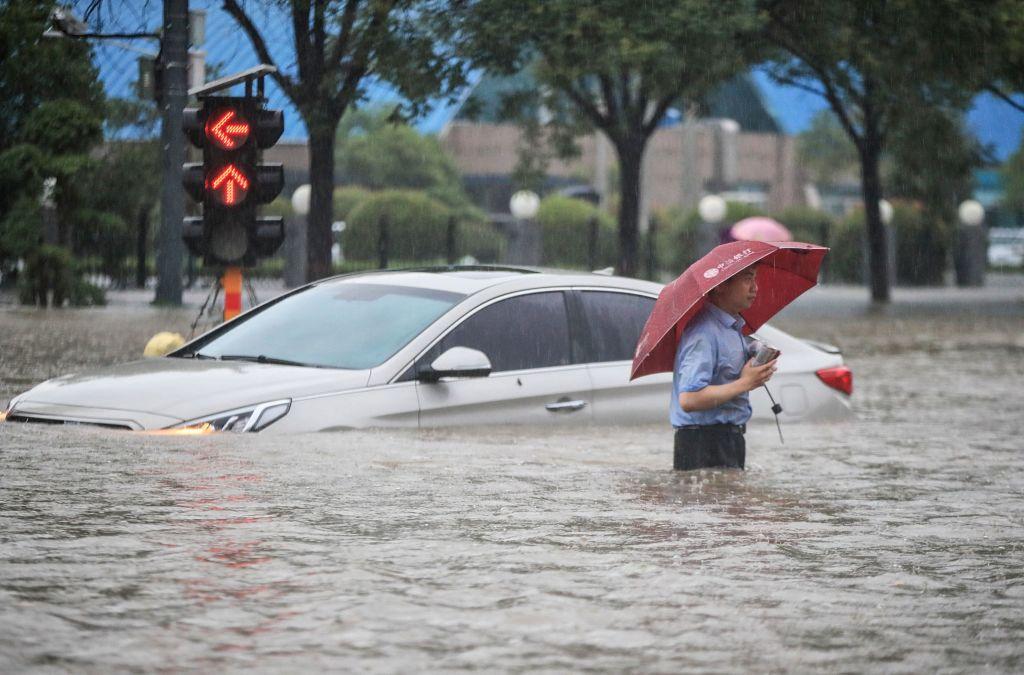 Acosan a periodistas extranjeros en China que cubren las inundaciones de Zhengzhou