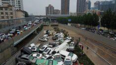 """China: Censores suprimen contenido de """"energía negativa"""" mientras inundación mortal devasta una ciudad"""