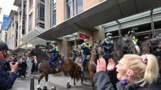 """Australia: Jefe de policía califica de """"anarquistas"""" a manifestantes contra restricciones por COVID-19"""
