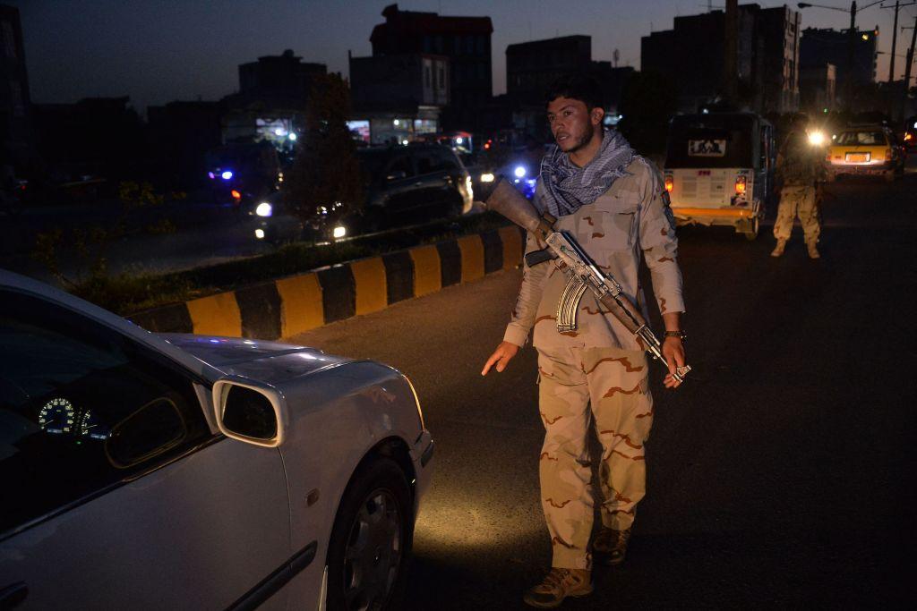Atacan un edificio de la ONU en Afganistán, un policía afgano muerto