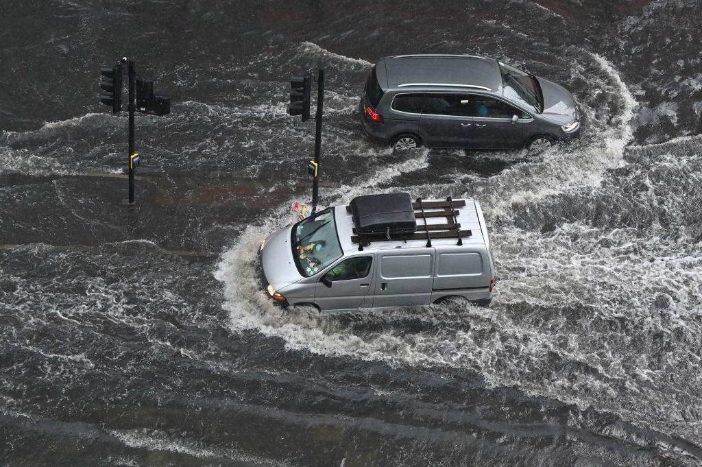 Lluvias torrenciales inundan partes de Londres y el sur de Inglaterra