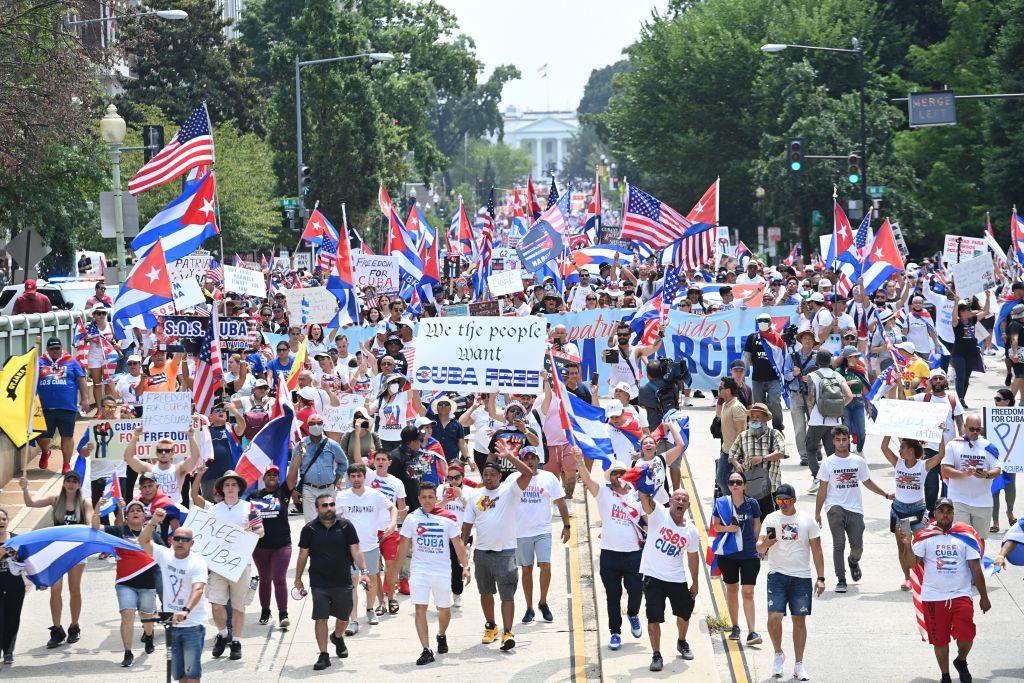 Cubanos protestan frente a la Casa Blanca contra el régimen de la isla