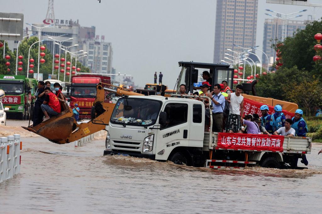 Corresponsales en China denuncian amenazas durante cobertura de inundaciones