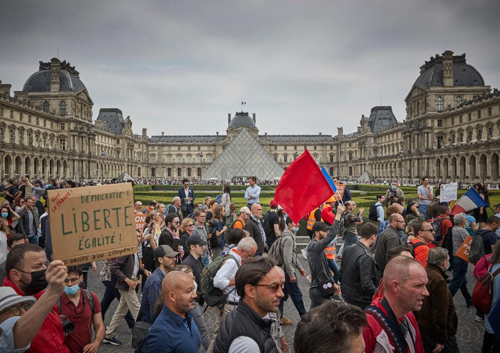 Protestas se extienden por toda Europa con el inicio de los cierres y la obligación de vacunarse