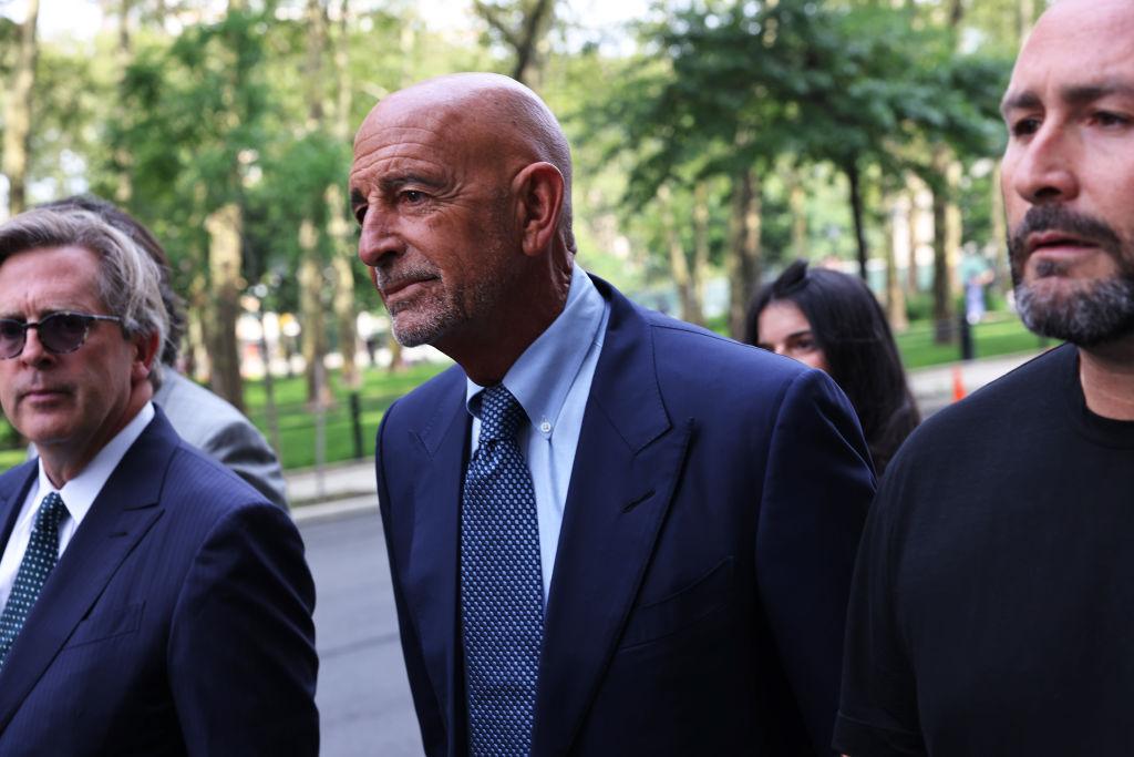 Thomas Barrack, aliado de Trump, se declara inocente de cargos federales