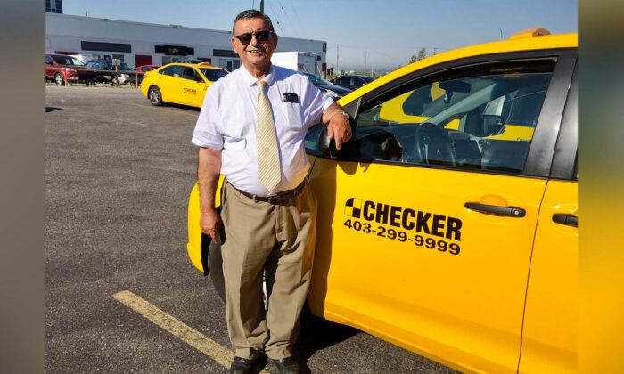 Taxista de 70 años lleva 15 años repartiendo comida gratis a decenas de ancianos