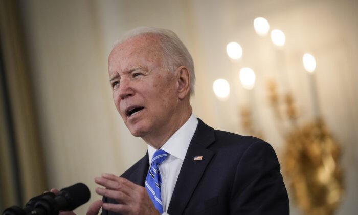 El presidente de Estados Unidos, Joe Biden, habla sobre la recuperación económica del país en la Casa Blanca, en Washington, el 19 de julio de 2021. (Drew Angerer/Getty Images)