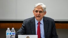 Fiscal general amenaza con acciones contra orden de Texas que limita transportar a extranjeros ilegales