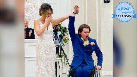 Hombre paralítico sorprende a su novia y se levanta a abrazarla en su primer baile de boda