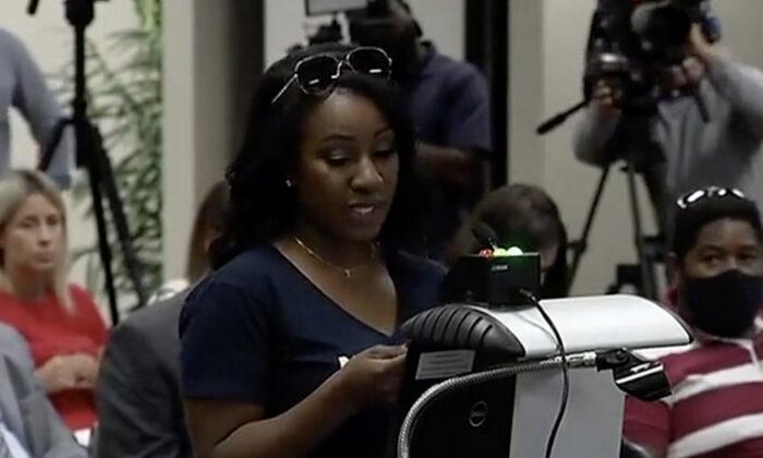 Quisha King habla en una reunión del Consejo de Educación de Florida el 10 de junio de 2021. (Captura de pantalla vía The Epoch Times/Rumble)
