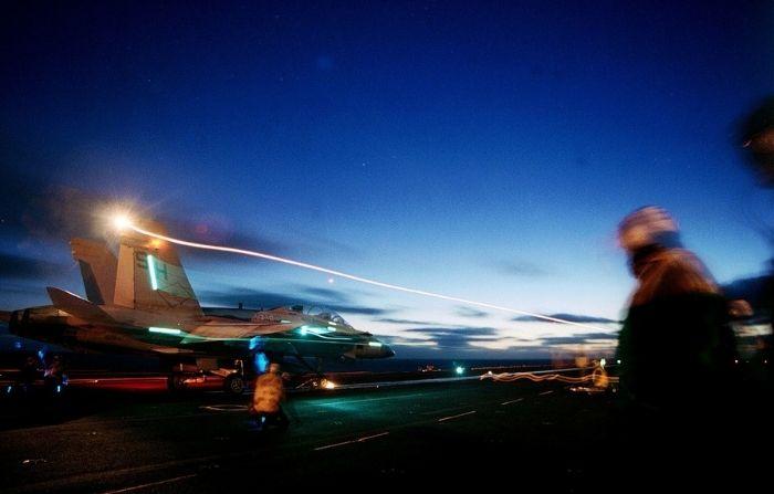 Fotógrafo argentino capta asombrosas luces que 'elevan al cielo' en pista de aterrizaje del aeropuerto