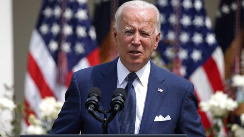El presidente Joe Biden pronuncia un discurso durante un evento en el Jardín de Rosas de la Casa Blanca en Washington el 26 de julio de 2021. (Anna Moneymaker/Getty Images)