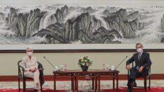 """Beijing acusa a EE.UU. de """"cometer equivocaciones"""" en una reunión de alto nivel en China"""