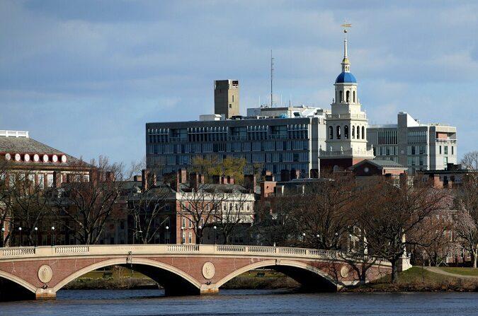 Una vista general del campus de la Universidad de Harvard se ve en Cambridge, Massachusetts, el 22 de abril de 2020. (Maddie Meyer/Getty Images)
