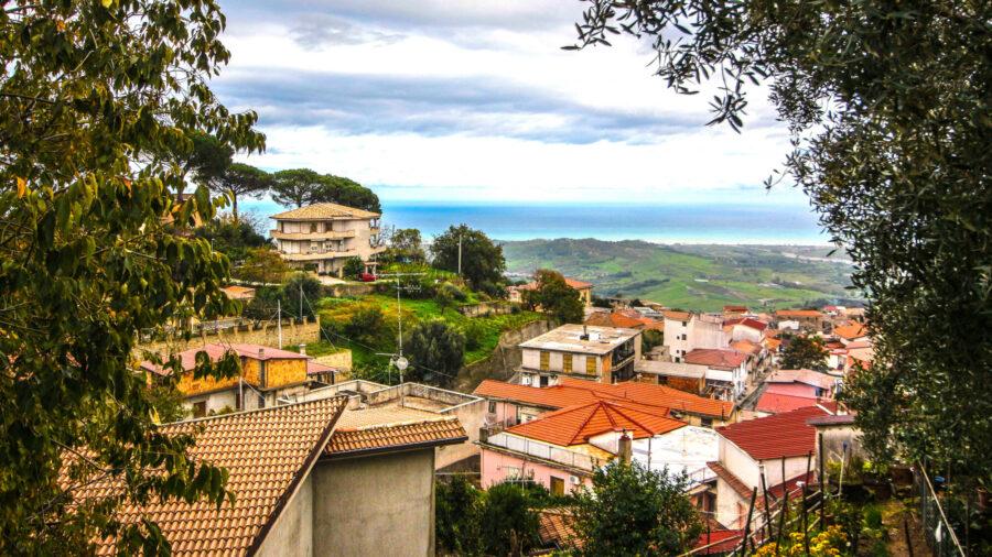 Estos bonitos pueblos italianos quieren pagarle 33,000 dólares por mudarse a ellos