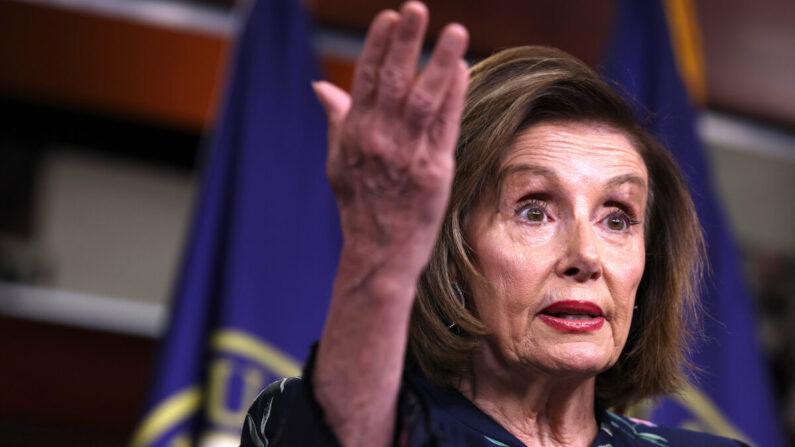 La presidenta de la Cámara de Representantes Nancy Pelosi (D-Ca.) en conferencia de prensa semanal en el edificio del Capitolio el 22 de julio de 2021 en Washington, DC. (Anna Moneymaker/Getty Images)