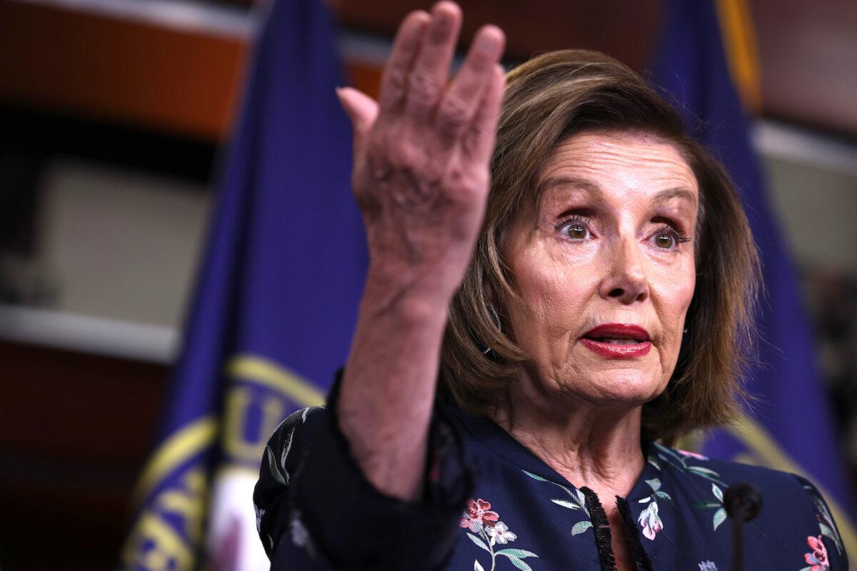 """Pelosi dice que no dejará que las """"payasadas"""" del GOP distraigan la investigación del 6 de enero"""