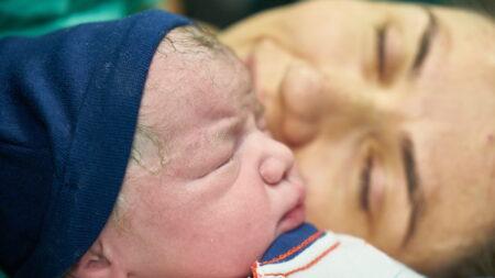Mujer sin manos ni piernas cumple su sueño que creyó imposible: enamorarse y ser mamá
