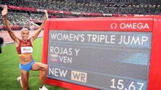 La venezolana Yulimar Rojas gana el oro y bate récord mundial de triple salto en Tokio