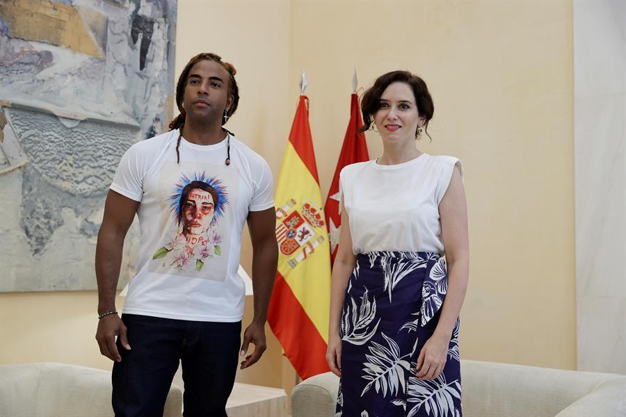 Isabel Díaz Ayuso se reúne con cantante Yotuel y ofrece Madrid a quien busque la libertad