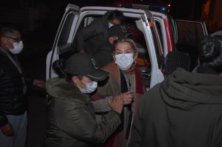 Justicia boliviana amplía por seis meses más la detención preventiva de Áñez