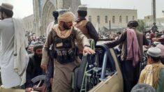 """Los talibanes entran a Kabul, mientras negocian con el gobierno un """"traspaso pacífico del poder"""""""