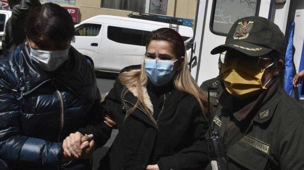 Defensa de Jeanine Áñez denuncia que buscan procesarla solo por vía ordinaria