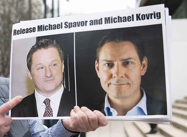 Canadienses detenidos en China vuelven a casa tras liberación de directora de Huawei