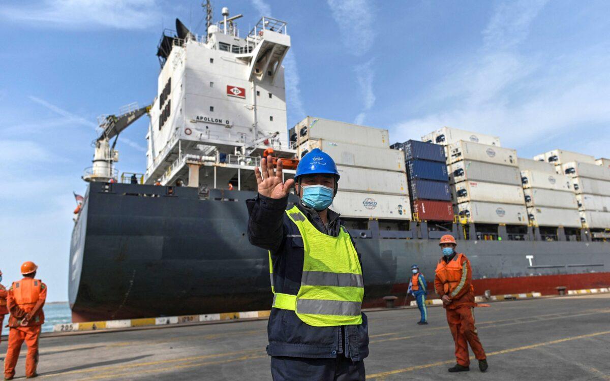 Empresas de comercio exterior chinas tienen dificultades por aumento de tarifas de fletes internacionales
