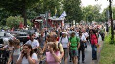 Miles de personas se manifiestan en Berlín contra las restricciones por covid-19
