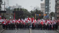 """Peruanos protestan contra el presidente Castillo y piden """"no al comunismo"""""""