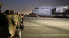 Operaciones del aeropuerto de Kabul no se interrumpieron tras ser atacados con misiles: Casa Blanca