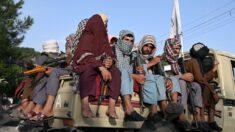 Talibanes prohíben a los afganos ir al aeropuerto durante las evacuaciones