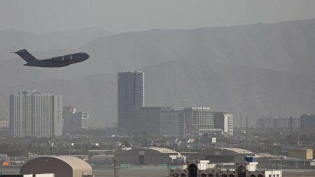 Compañías aéreas de EE.UU. no deben sobrevolar Afganistán tras retirada definitiva: FAA