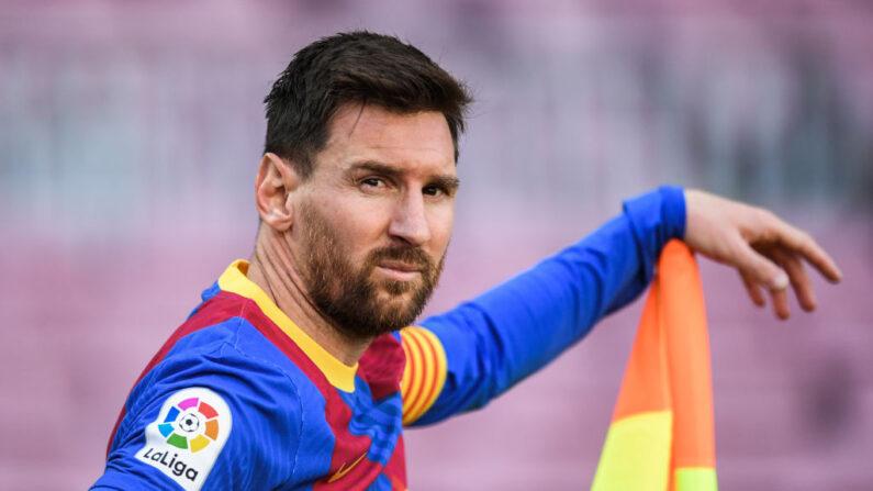 Lionel Messi del FC Barcelona mira durante el partido de La Liga Santander entre el FC Barcelona y el Atlético de Madrid en el Camp Nou el 08 de mayo de 2021 en Barcelona, España. (David Ramos/Getty Images)