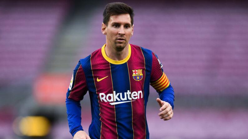 Lionel Messi del FC Barcelona mira durante el partido de La Liga Santander entre el FC Barcelona y el RC Celta en el Camp Nou el 16 de mayo de 2021 en Barcelona, España. (David Ramos/Getty Images)
