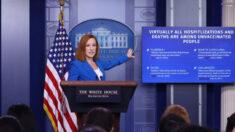 Tras llegar a la presidencia con la pandemia, el gobierno de Biden duda sobre cómo responder al COVID