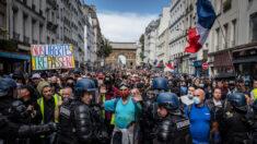 "Francia expande alcance de ""pase sanitario"" de COVID-19 a pesar de protestas"