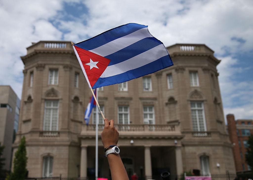 """Empresario cubano promete casas a militares """"que den el paso"""" a favor del pueblo cubano"""