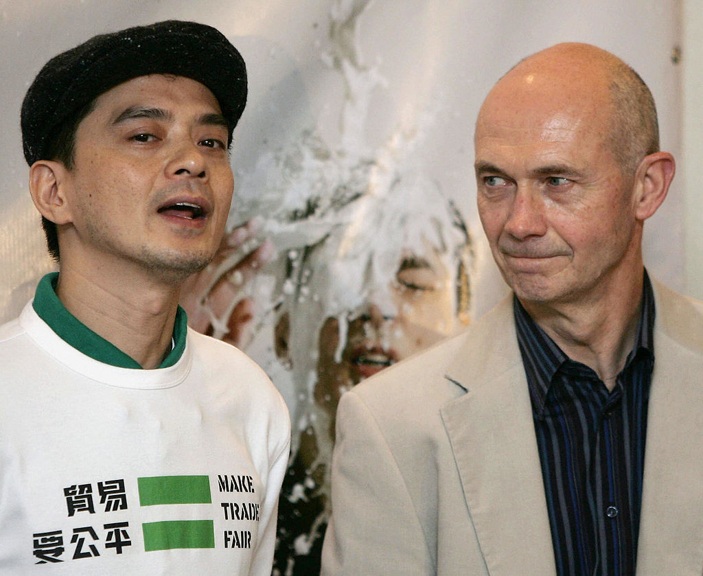 "Autoridades de Hong Kong detienen a un cantante prodemocrático por ""conducta corrupta"""