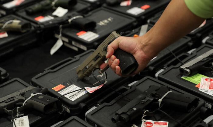 Hombre al que se le denegó la compra de armas apela ante la Corte Suprema