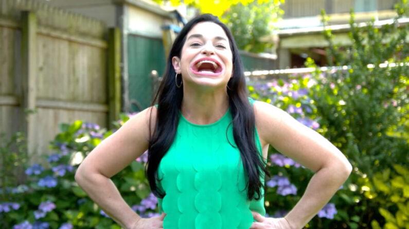 Samantha Ramsdell, de Connecticut, tiene el récord mundial Guinness de la boca abierta más grande. (Cortesía de Guinness World Records/YouTube)