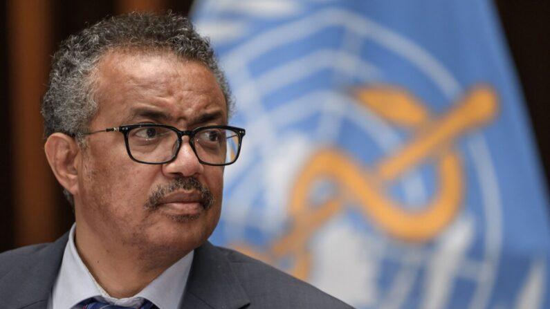 El director general de la Organización Mundial de la Salud (OMS), Tedros Adhanom Ghebreyesus, asiste a una conferencia de prensa organizada por la Asociación de Corresponsales de las Naciones Unidas en Ginebra (ACANU) en medio del brote de COVID-19, causado por el nuevo coronavirus, en la sede de la OMS en Ginebra, el 3 de julio de 2020 (Fabrice Coffrini / AFP a través de Getty Images)