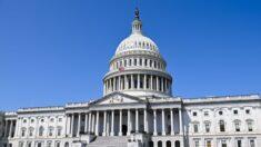 Congresistas de EE. UU., jueces federales y sus funcionarios están exentos a la orden de vacunarse