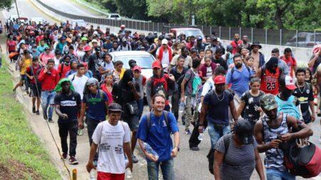 """Alertan a migrantes para que """"no se dejen engañar"""" por reapertura de frontera"""